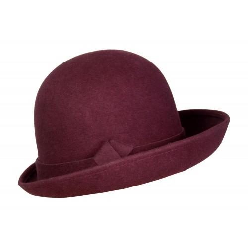 Женская шляпа с загнутым вверх полем